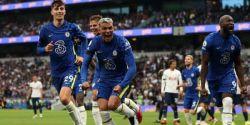 Chelsea bate Tottenham em dia de emoção e homenagens a Jimmy Greaves e vira líder
